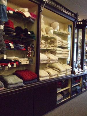 Noniasweatersstuff0508-1